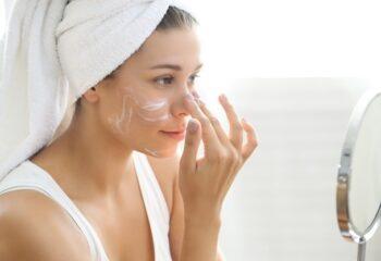 Los remedios para eliminar las manchas solares en la piel